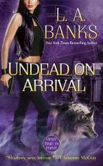 Undead on Arrival (Crimson Moon Novels, #3)