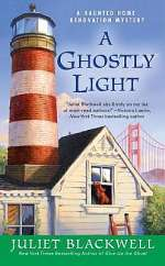 A Ghostly Light (Haunted Home Renovation Mysteries, #7)